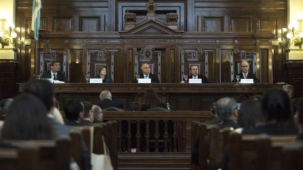 La Corte restableció el límite de 75 años para la función judicial