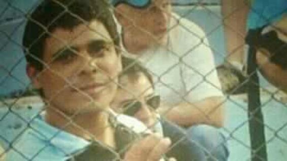 Muere aficionado arrojado desde gradas en estadio de futbol