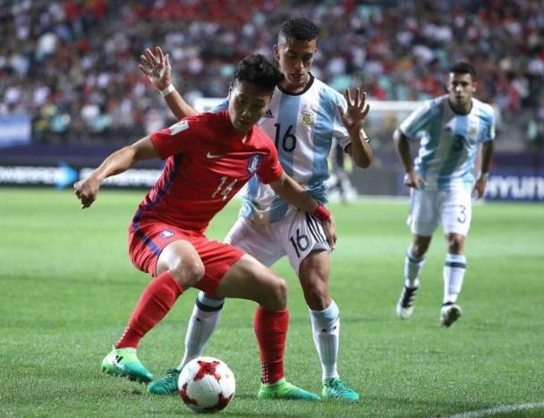 Argentina perdió y quedó con un pie afuera