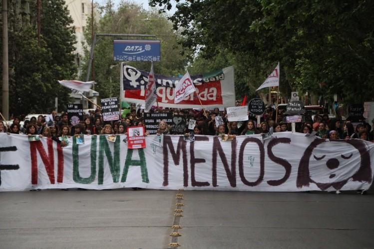 La Coordinadora de Feminismos marchó contra la violencia de género — URUGUAY