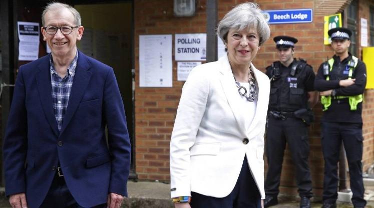 May promete país seguro y nuevo gobierno pese a revés electoral