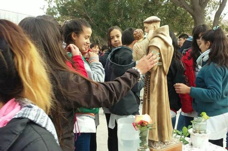 Guaros celebran con gozo la misa de San Antonio