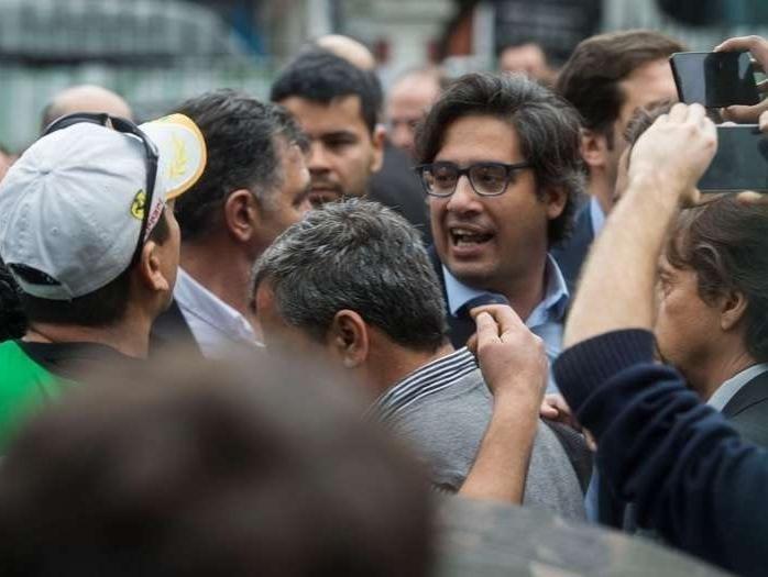 Increpan al ministro de Justicia argentino en protesta de empleados estatales