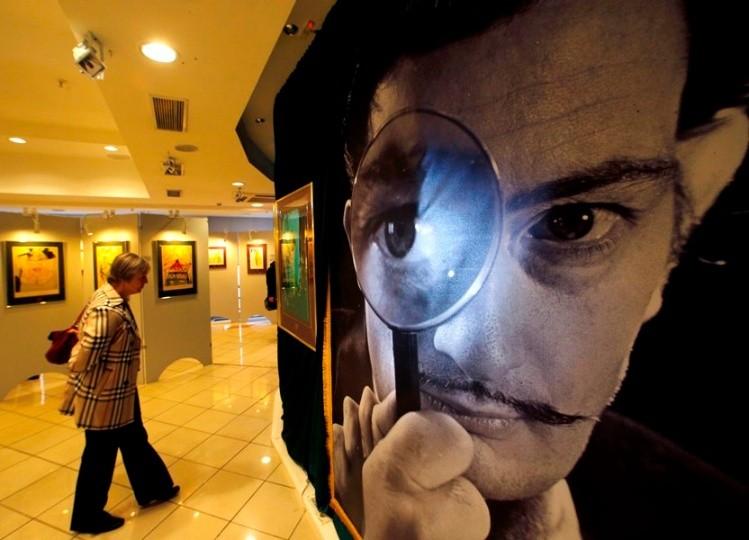 Juez ordena exhumar cadáver de Dalí tras demanda de paternidad