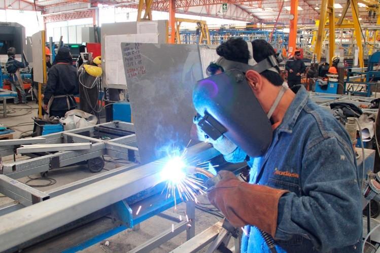 La actividad económica subió 0,6 % en abril — Economía estancada
