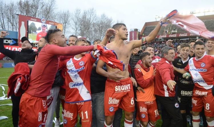 Argentinos Juniors consiguió el ascenso a Primera división