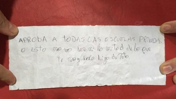 Atacaron con bombas molotov la casa de una docente