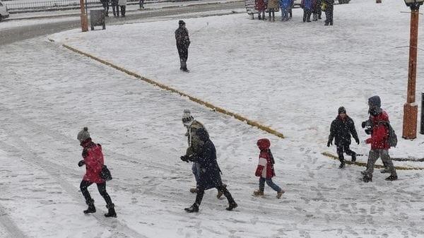 Operativos para mantener habilitados siete aeropuertos de la tras fuertes nevadas