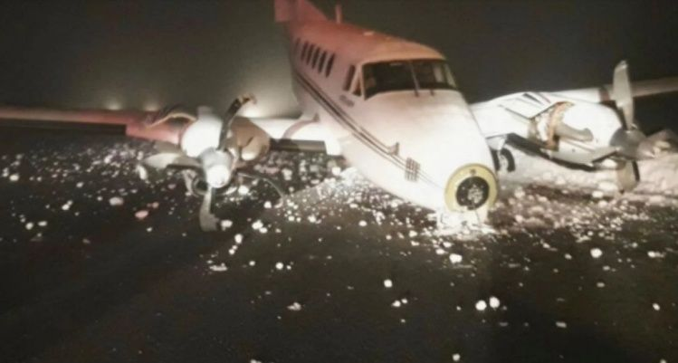 Por el hielo, un avión se despistó en Bariloche