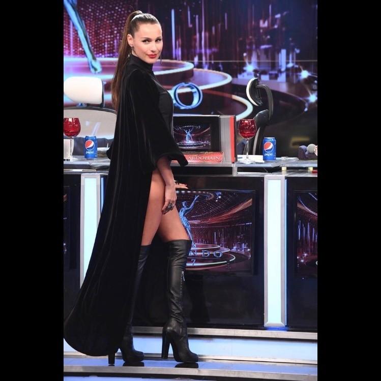 El osado look de Pampita en Showmatch