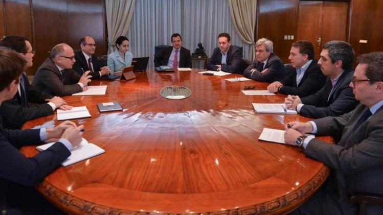 Argentina entrega proyecto de reforma tributaria a misión del FMI