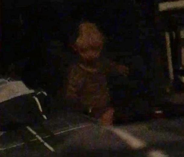 Hombre capta a fantasma de niño que supuestamente lo persigue