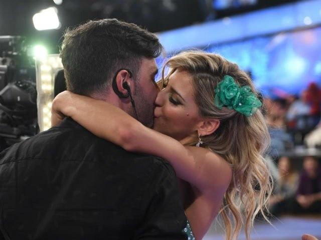 Federico Hoppe y Macarena Rinaldi confirmaron su romance a los besos