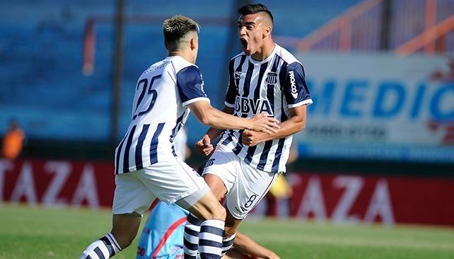 Vélez goleó a Olimpo y le escapa al descenso