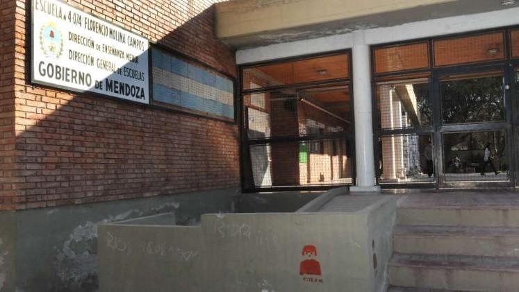 Director de escuela fue hallado con 5 alumnas en una cabaña