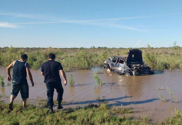 Una camioneta volcó en la Ruta 20 — Terrible accidente