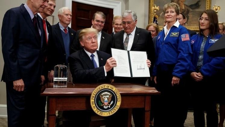 Trump ordenará a la NASA nuevo alunizaje