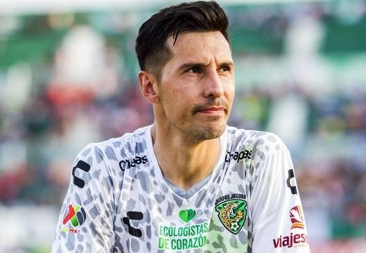 Detienen a futbolista argentino por supuesto abuso sexual