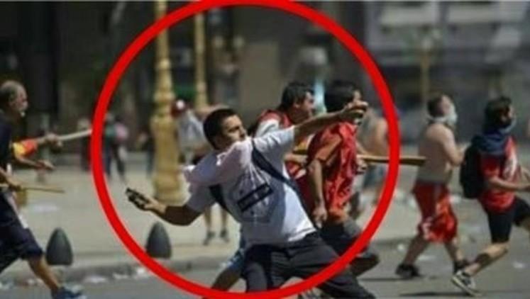 Desplazan policía que tiró piedras contra colegas en Congreso