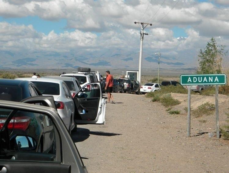 Cientos de personas cruzan a diario a Chile tanto por el Paso de Agua Negra  como por el Paso Cristo Redentor, en Mendoza, en época estival. eab7bd8e1a