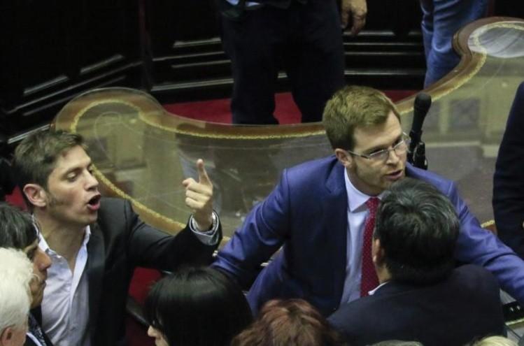 El gobierno acusó a diputados de la oposición de tres delitos