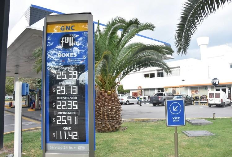 Por suba del petróleo y el dólar, YPF aumentó 4,5% sus combustibles