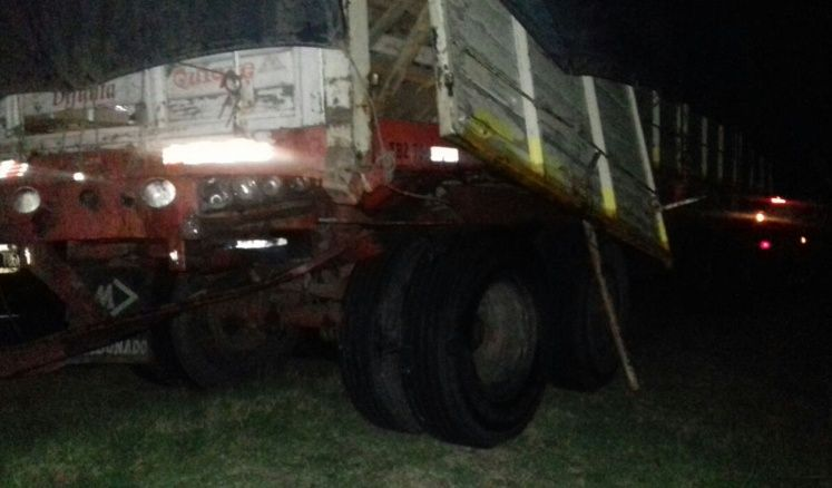 Un camionero sanjuanino protagonizó un violento choque: una familia mendocina herida