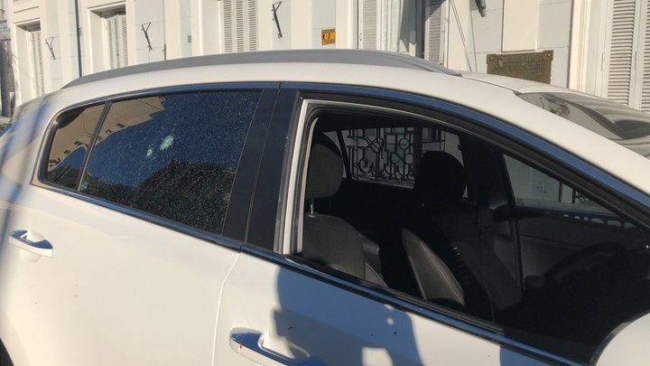 Balearon la camioneta de un ex dirigente de Boca para robarle entradas