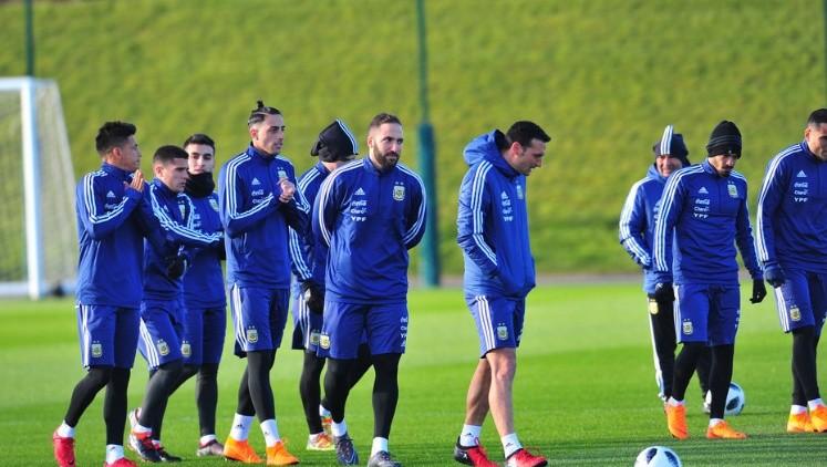 Sampaoli define si Meza juega al lado de Messi