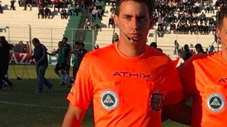 Arrestan a árbitro de fútbol argentino por casos de prostitución