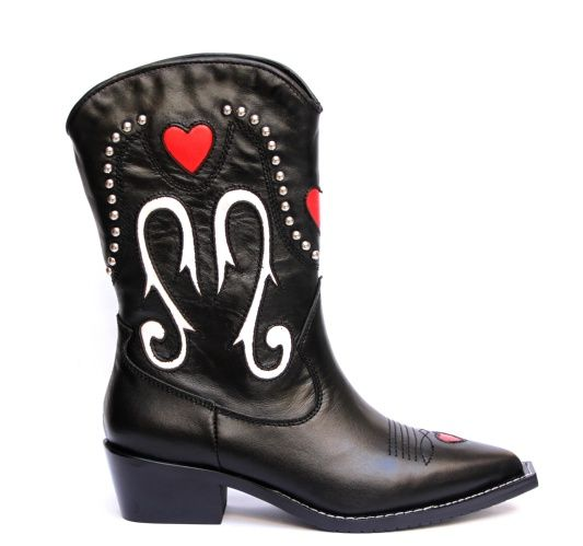 252516b20 Bota texana, Lewis de cuero negro con recortes de cuero blanco y rojo y  remaches metálicos niquel $7.490