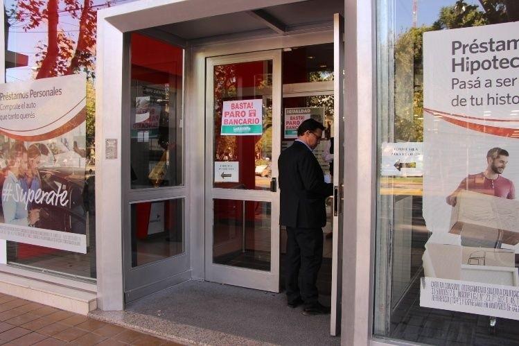 Dónde retirar dinero sin acudir a los cajeros automáticos — Paro bancario