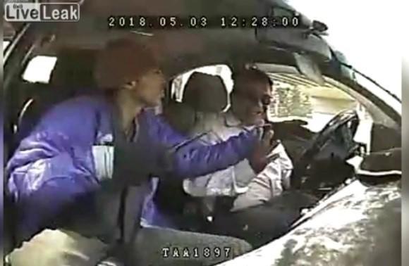 Taxista fue apuñalado en Ambato; el hecho fue grabado por transeúntes