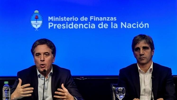Argentina logra $50 000 millones del FMI para evitar la crisis