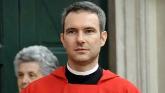 Condenan a sacerdote por posesión e intercambio de pornografía infantil