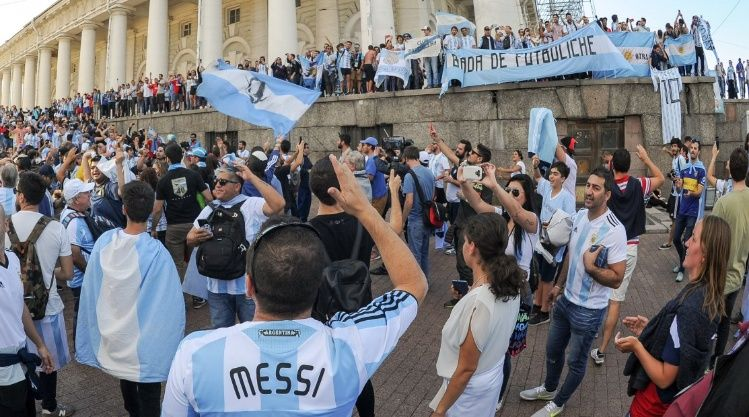 Los argentinos que viajaron al Mundial serán investigados por la AFIP