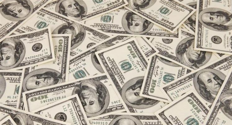 Tras medidas oficiales, bajó el dólar