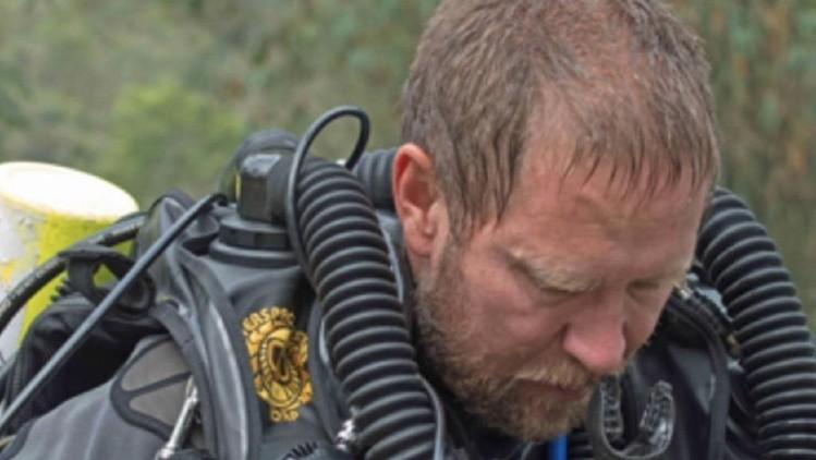 Murió el padre del anestesista y buzo clave durante el rescate — Tailandia