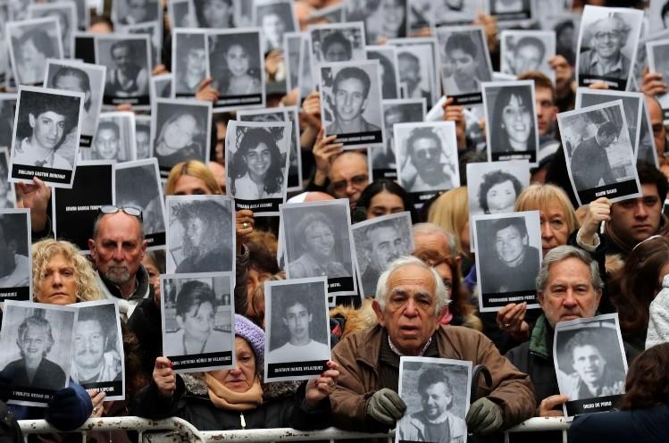 Mendoza homenajeó a las víctimas del atentado contra la Amia