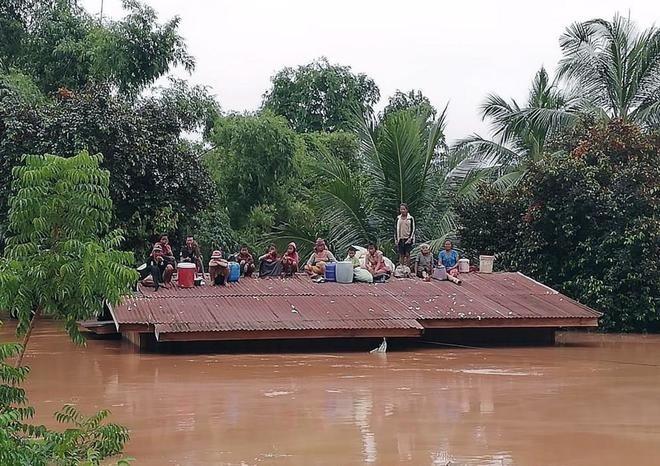 Cientos de desaparecidos en Laos tras la rotura de una presa