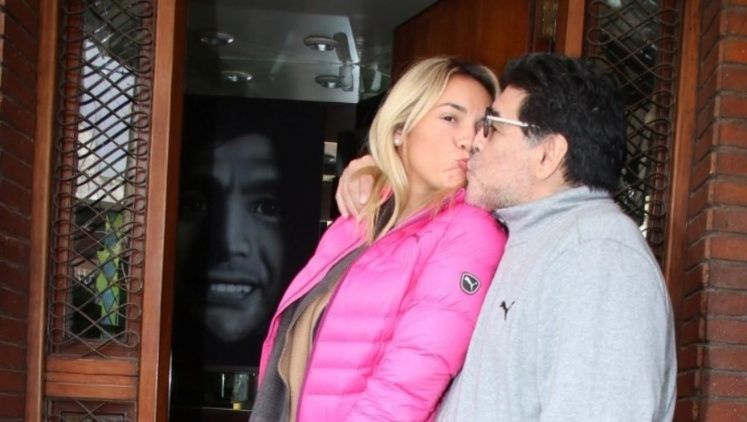 Maradona hizo llorar a un arquero con una particular broma