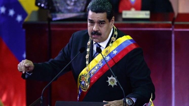 Maduro es evacuado durante un acto oficial tras escucharse una detonación