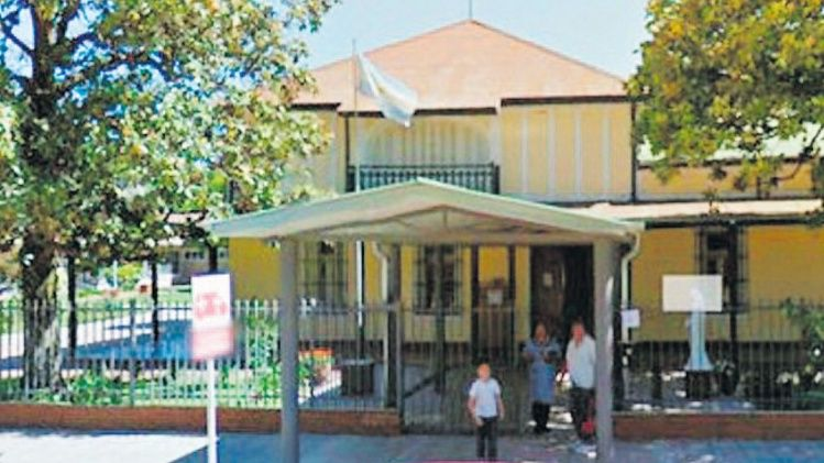 Un cura responsable de la catequesis en el nivel secundario fue denunciado por acoso y manoseos a una estudiante de 14 años.