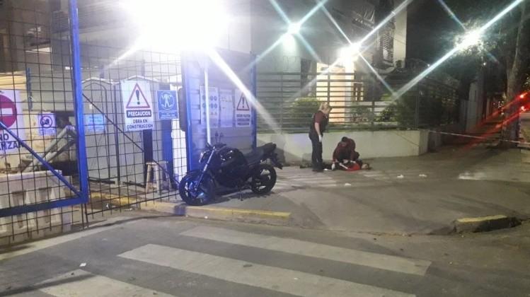 FLORES | Una mujer masacró a puñaladas a su hija en plena calle