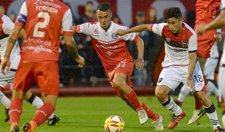 Newell's se impone en Rosario ante Argentinos