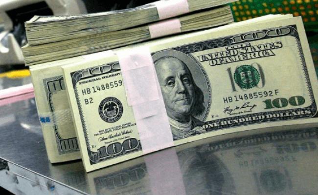 Este viernes el dólar descendió 62 centavos y cerró a 37 pesos