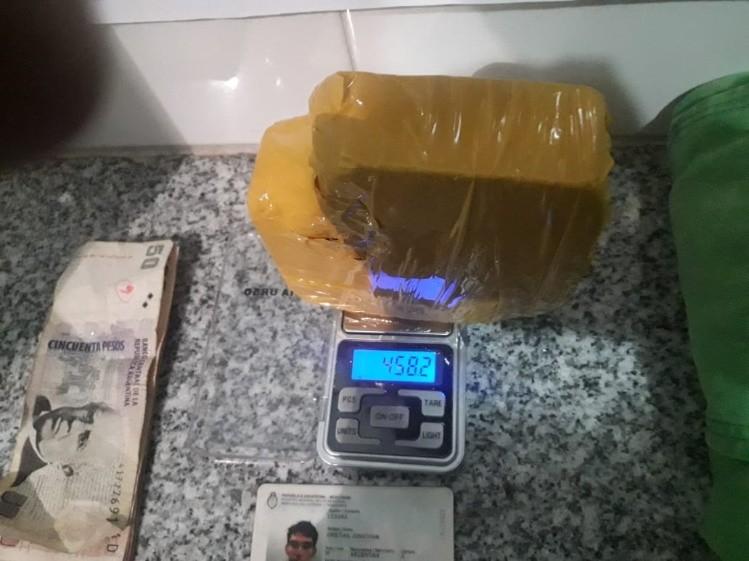 Resultado de imagen para Viajaba en colectivo por la 40 con medio kilo de cocaína: está preso