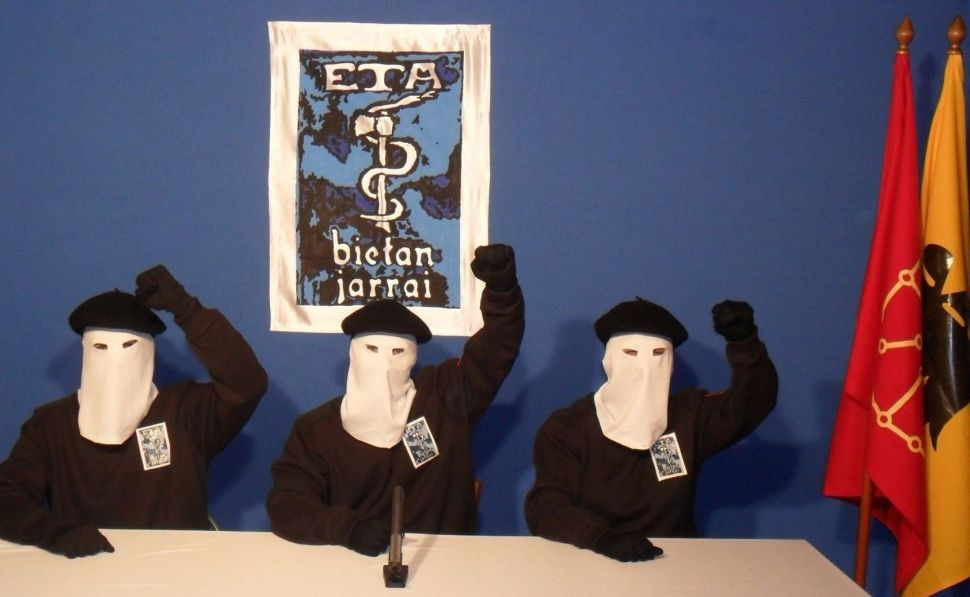 ETA pide perdón a víctimas, aunque hace diferencias