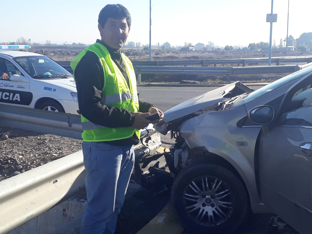 Dos autos protagonizaron un violento accidente e impactaron contra los guardarraíls - Accidente Ruta 40